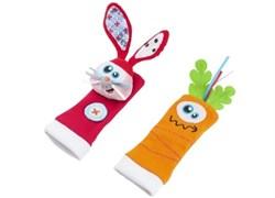 Игрушки-носочки Заяц и Морковка